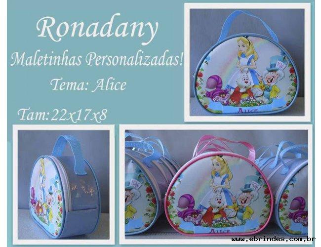 Maletinhas  personalizadas  tema Alice no País das Maravilhas .